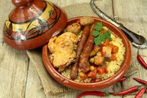 Couscous aux légumes frais, poulet, merguez et épices couscous