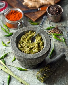 Pâte de curry vert thaïlandaise (Thai green curry paste)